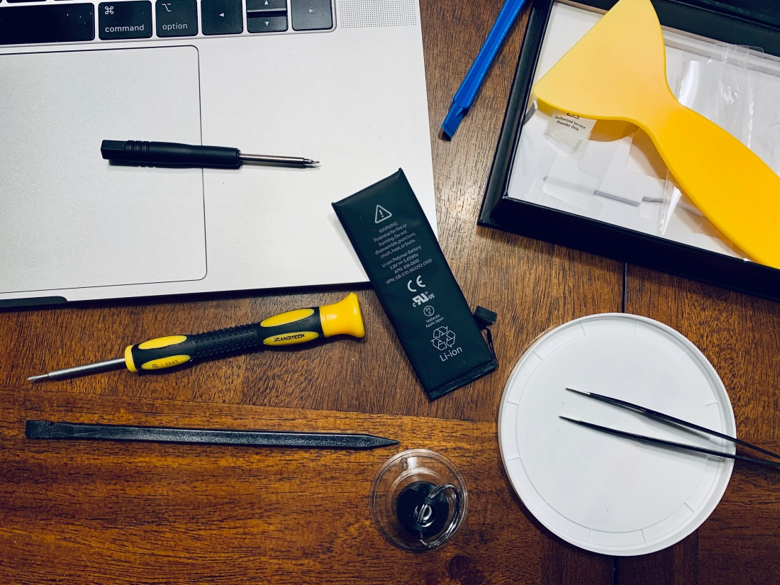 iPhone battery replacement tools